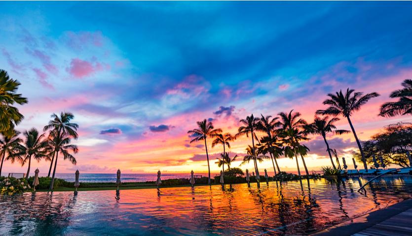 sunset in Honolulu Hawaii over infiniti pool