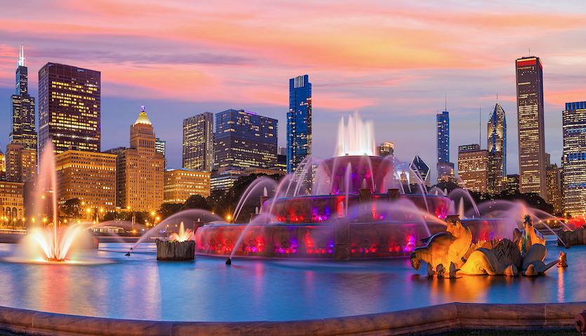Buckingham Fountain in Chicago at nighttime