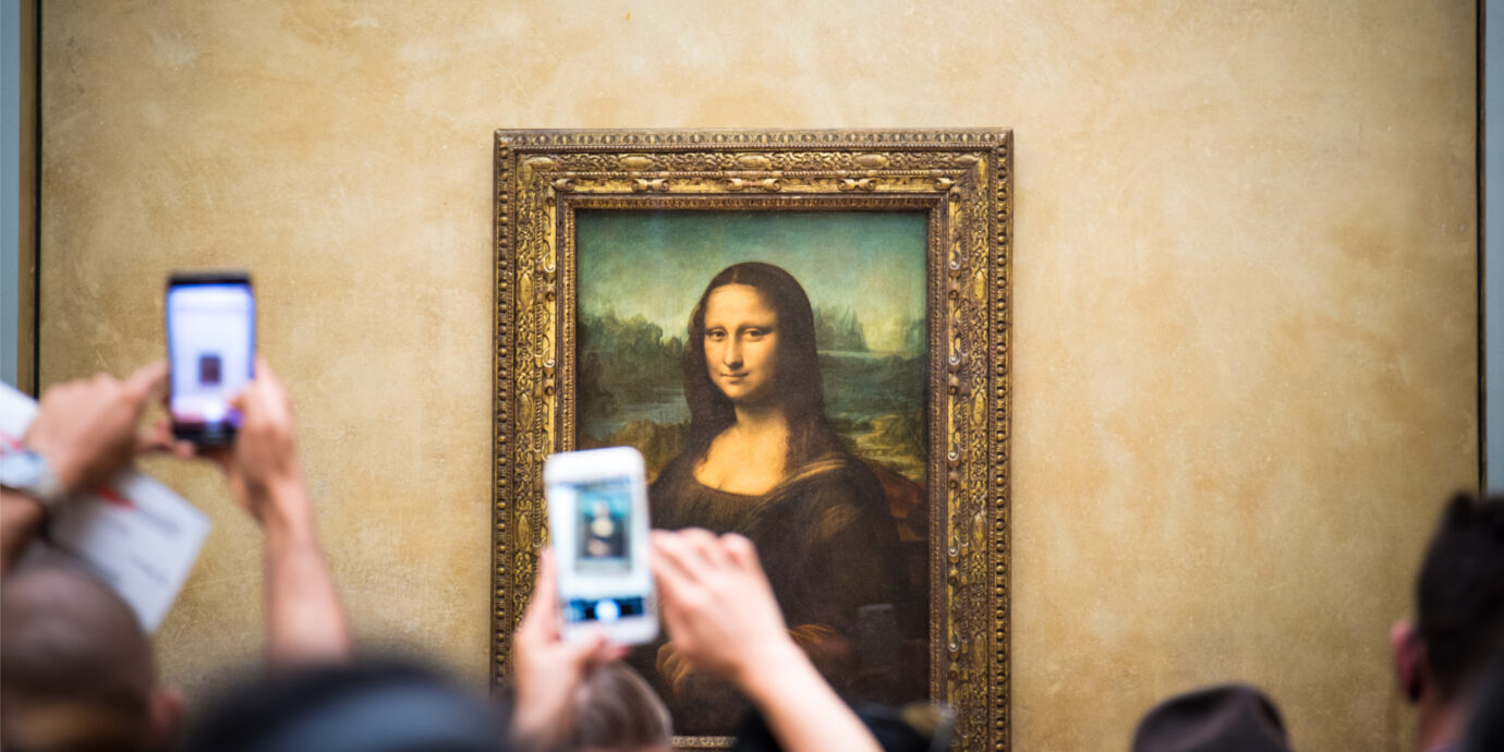 Mona-Lisa-with-crowd-at-the-Louvre